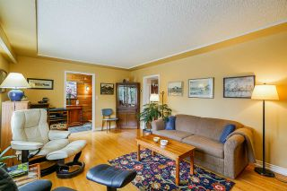 """Photo 10: 649 CHAPMAN Avenue in Coquitlam: Coquitlam West House for sale in """"Coquitlam West/Oakdale"""" : MLS®# R2455937"""
