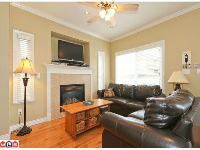 Photo 4: Photos: 7277 144TH Street in Surrey: East Newton House for sale : MLS®# F1120125