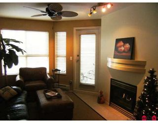 """Photo 4: 215 10186 155TH Street in Surrey: Guildford Condo for sale in """"Somerset"""" (North Surrey)  : MLS®# F2833763"""
