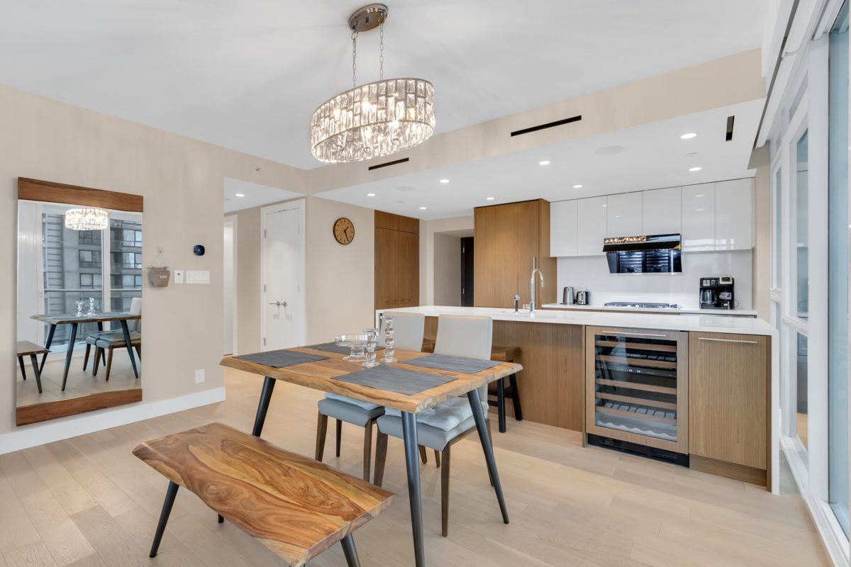 """Photo 8: Photos: 2001 499 PACIFIC Street in Vancouver: Yaletown Condo for sale in """"The Charleson"""" (Vancouver West)  : MLS®# R2456013"""
