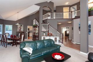 """Photo 3: 6568 CLAYTONWOOD Place in Surrey: Cloverdale BC House for sale in """"Clayton Hill"""" (Cloverdale)  : MLS®# R2327145"""