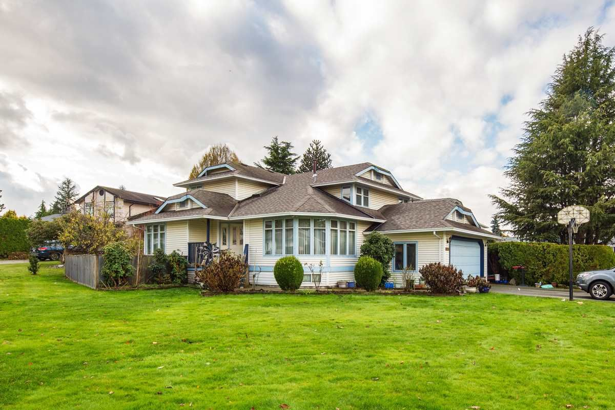 Main Photo: 20298 LINDSAY Avenue in Maple Ridge: Northwest Maple Ridge House for sale : MLS®# R2223381