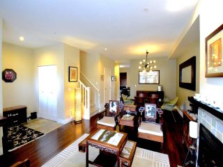 Photo 3: 229 SALTER Street in New Westminster: Queensborough Condo for sale : MLS®# R2386046