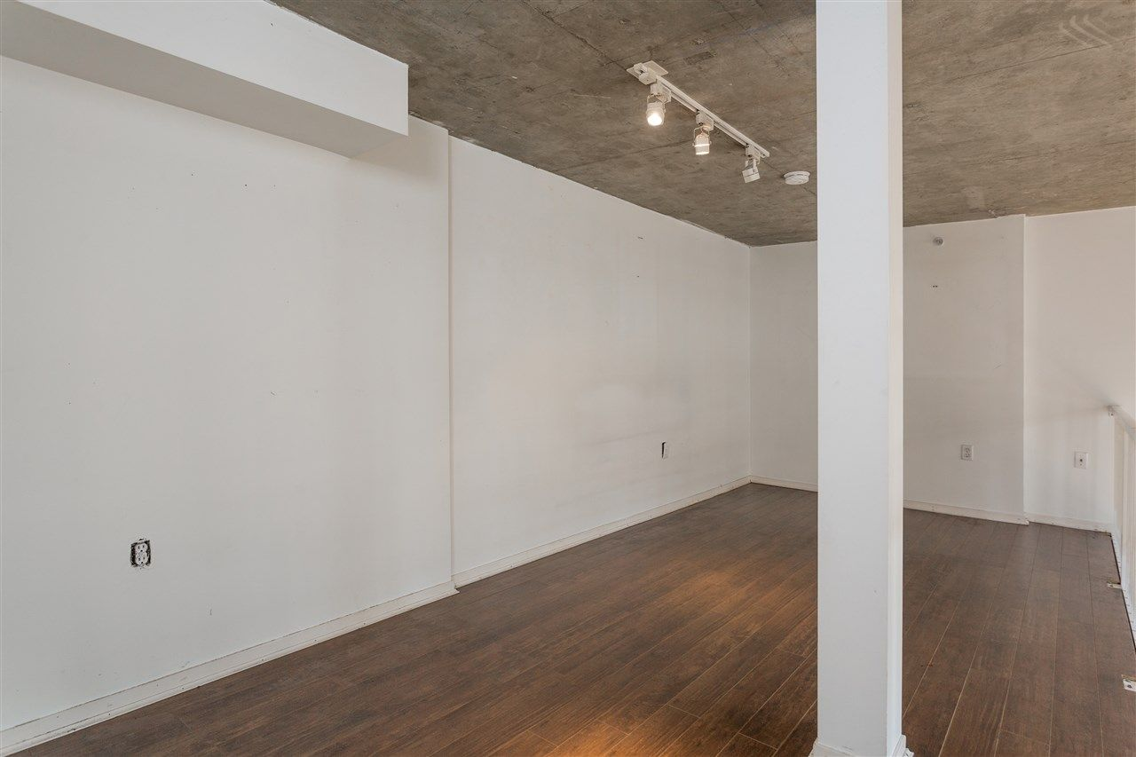 """Photo 11: Photos: 411 22 E CORDOVA Street in Vancouver: Downtown VE Condo for sale in """"Van Horne"""" (Vancouver East)  : MLS®# R2547163"""