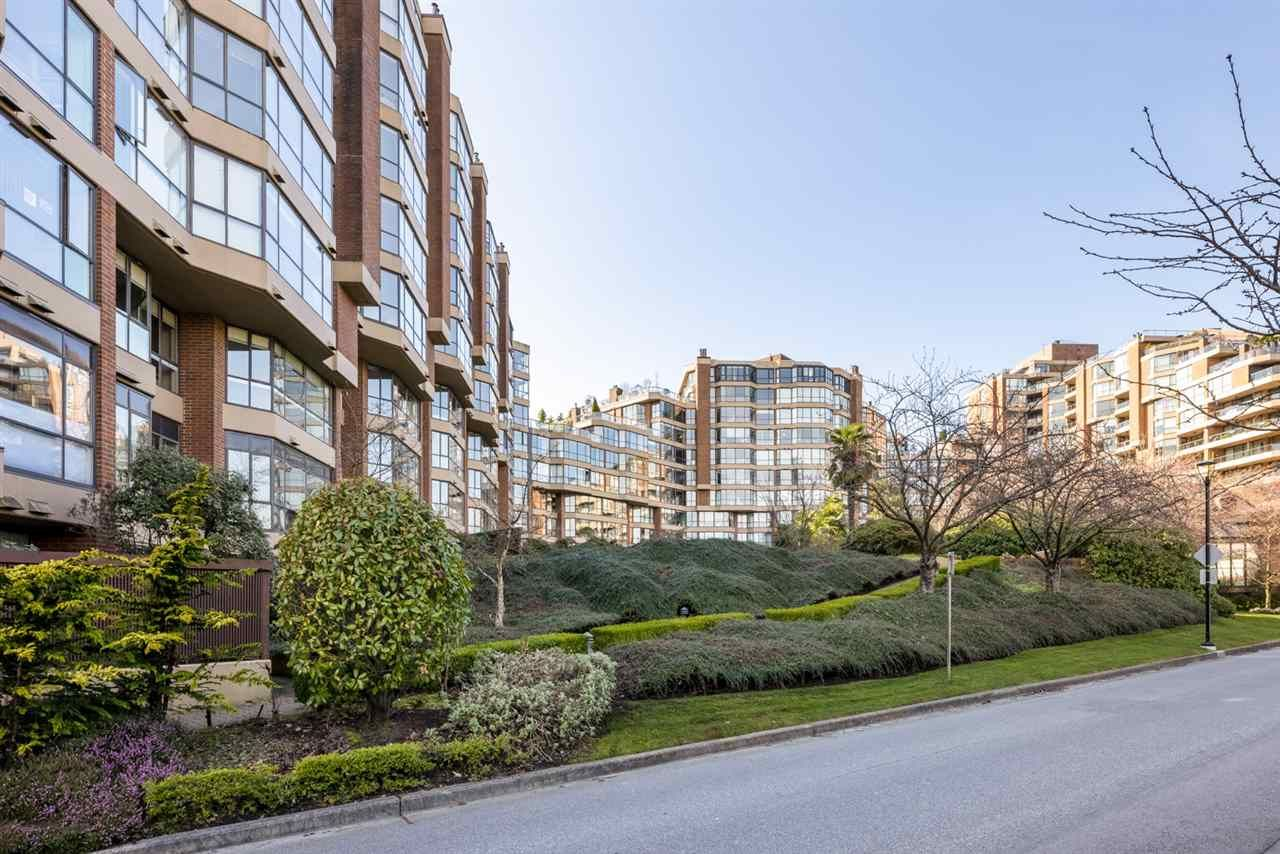 """Photo 2: Photos: 307 1470 PENNYFARTHING Drive in Vancouver: False Creek Condo for sale in """"Harbour Cove"""" (Vancouver West)  : MLS®# R2552898"""