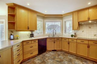 Photo 12: 84 Strathdale Close SW in Calgary: Strathcona Park Detached for sale : MLS®# A1046971
