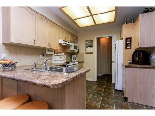 """Photo 6: 33 9168 FLEETWOOD Way in Surrey: Fleetwood Tynehead Townhouse for sale in """"The Fountains"""" : MLS®# F1414728"""