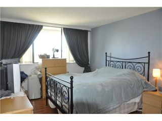 """Photo 5: 2402 9521 CARDSTON Court in Burnaby: Government Road Condo for sale in """"CONCORDE PLACE"""" (Burnaby North)  : MLS®# V1036504"""