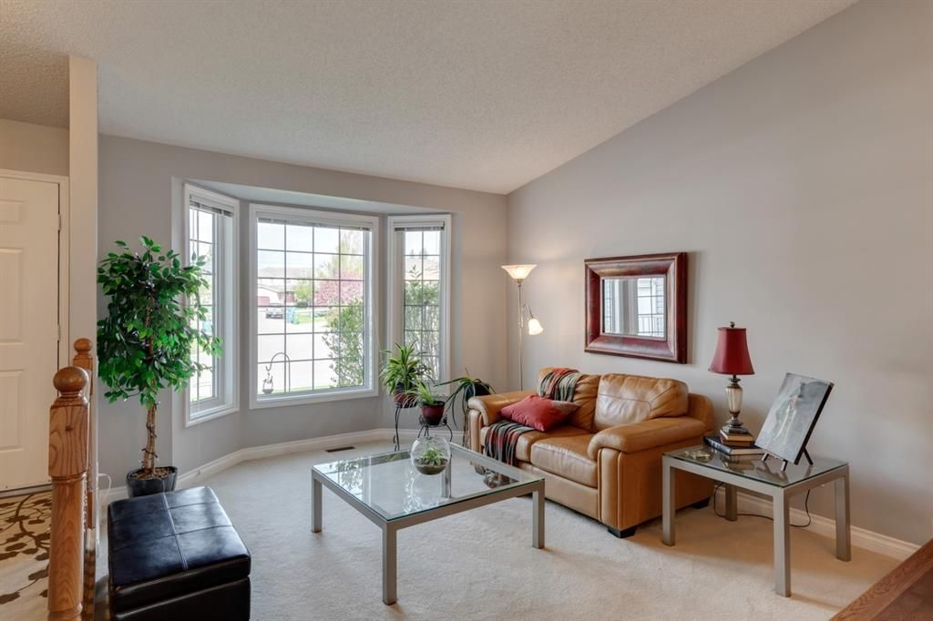 Main Photo: 53 Wood Valley Road SW in Calgary: Woodbine Detached for sale : MLS®# A1111055