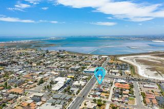 Photo 5: IMPERIAL BEACH House for sale : 2 bedrooms : 745 13th St