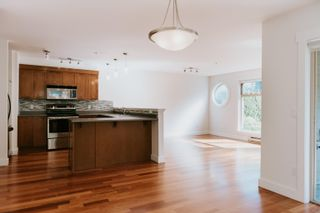 """Photo 5: 101 414 GOWER POINT Road in Gibsons: Gibsons & Area Condo for sale in """"THE LANDING"""" (Sunshine Coast)  : MLS®# R2608938"""