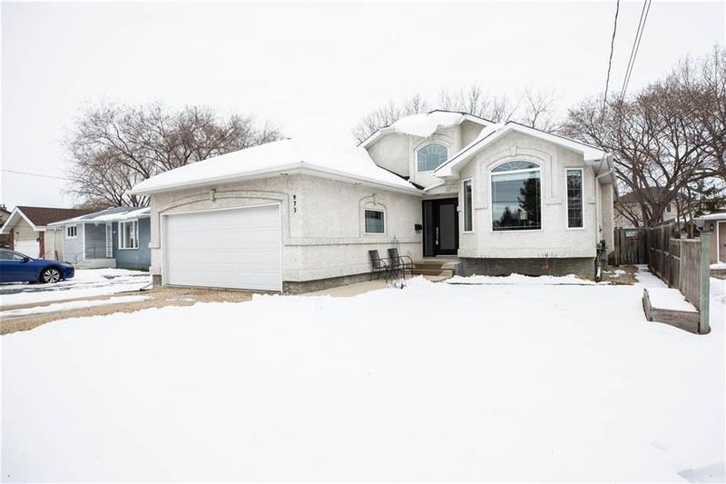 FEATURED LISTING: 973 McIvor Avenue Winnipeg