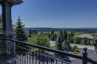 Photo 3: 251 Slopeview Drive SW in Calgary: Springbank Hill Detached for sale : MLS®# A1132385