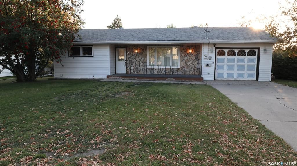 Main Photo: 912 Houghton Street in Indian Head: Residential for sale : MLS®# SK871583