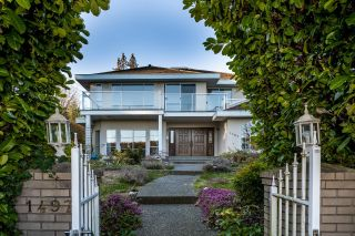 """Main Photo: 1497 PALMERSTON Avenue in West Vancouver: Ambleside House for sale in """"AMBLESIDE"""" : MLS®# R2626066"""