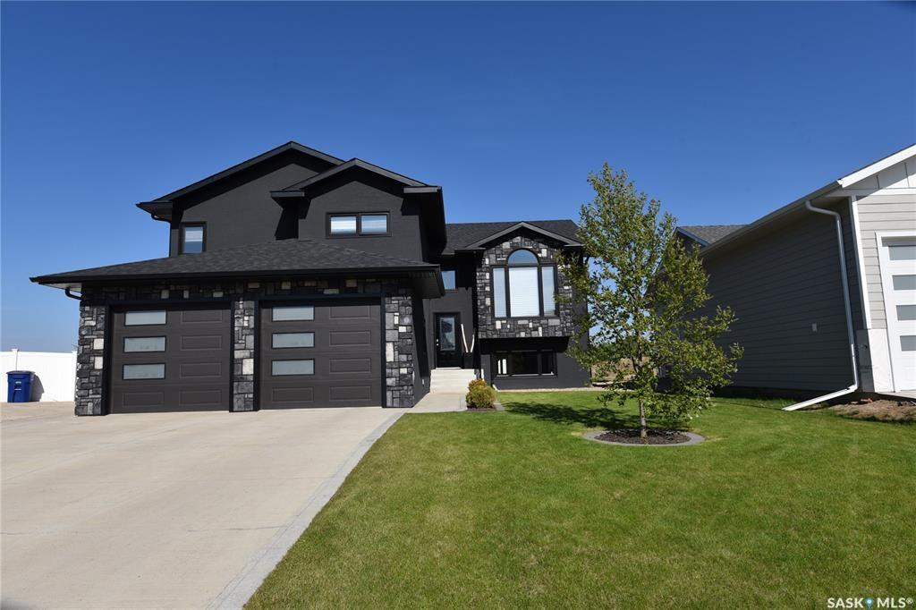 Main Photo: 109 Andres Street in Nipawin: Residential for sale : MLS®# SK839592