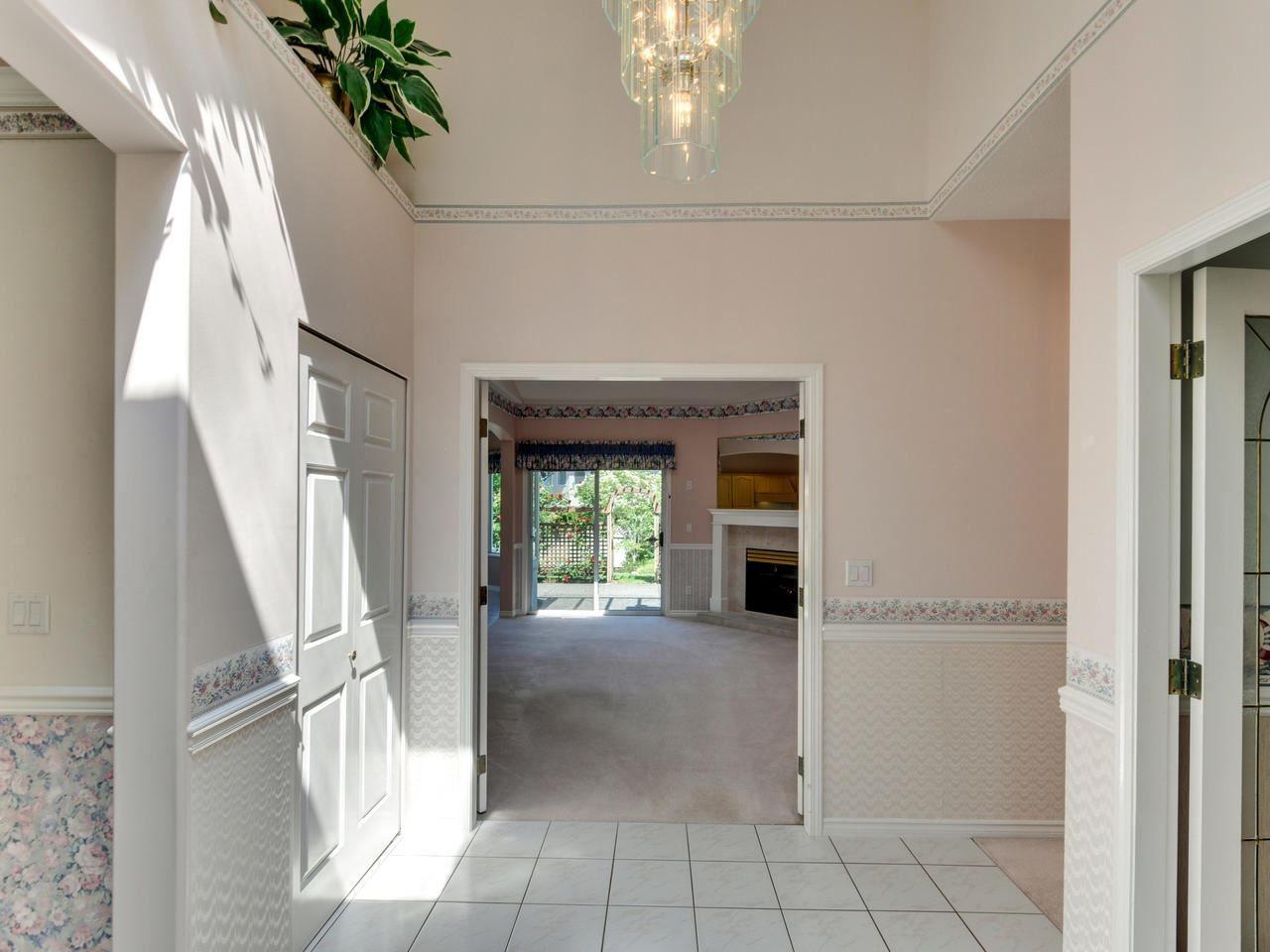 "Photo 2: Photos: 14923 24A Avenue in Surrey: Sunnyside Park Surrey House for sale in ""Sherborrke Estates"" (South Surrey White Rock)  : MLS®# R2374300"