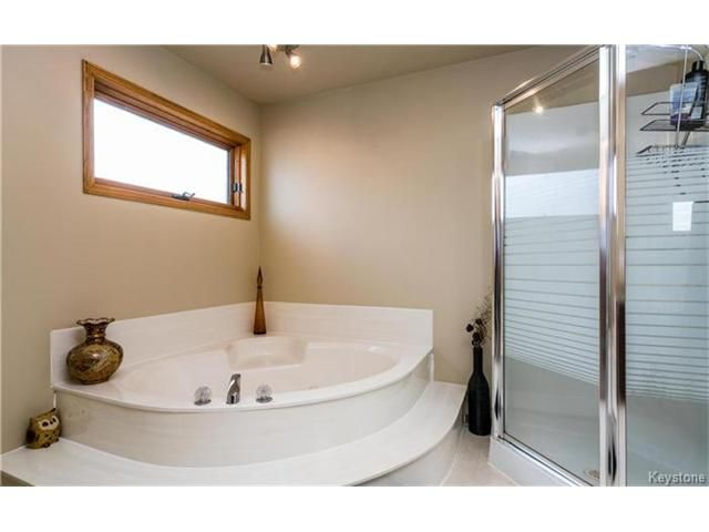 Photo 13: Photos: 35 Royal Park Crescent in Winnipeg: Southland Park Residential for sale (2K)  : MLS®# 1706238
