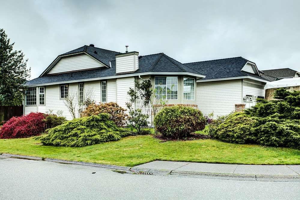 Main Photo: 19726 CEDAR Lane in Pitt Meadows: Mid Meadows House for sale : MLS®# R2262720