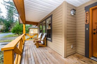 """Photo 2: 43565 RED HAWK Pass in Cultus Lake: Lindell Beach House for sale in """"THE COTTAGES AT CULTUS LAKE"""" : MLS®# R2540805"""