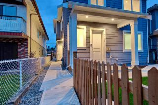 Photo 3: 2158 MANNERING Avenue in Vancouver: Collingwood VE 1/2 Duplex for sale (Vancouver East)  : MLS®# R2309901