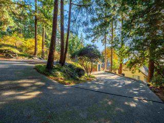 "Photo 10: 7101 DALE Road in Sechelt: Sechelt District House for sale in ""Caleda Estates"" (Sunshine Coast)  : MLS®# R2515160"