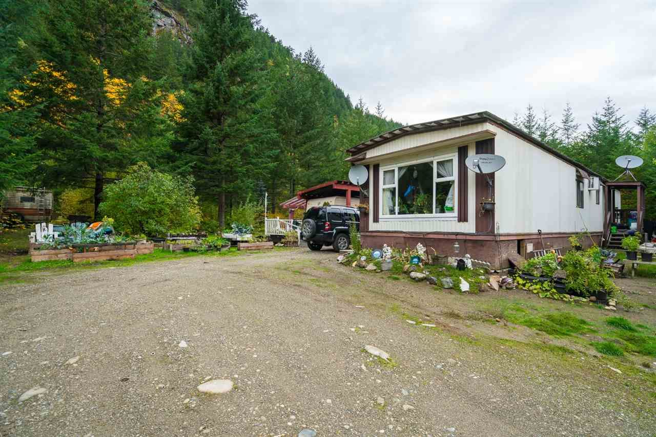 Photo 4: Photos: 36255 TRANS CANADA Highway in Yale: Hope Laidlaw Manufactured Home for sale (Hope)  : MLS®# R2335678