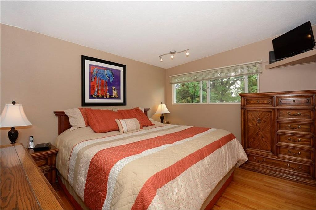 Photo 15: Photos: 3148 BREEN Crescent NW in Calgary: Brentwood House for sale : MLS®# C4121729