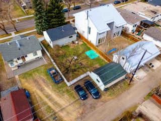 Photo 4: 9215 91 Street in Edmonton: Zone 18 House for sale : MLS®# E4241987