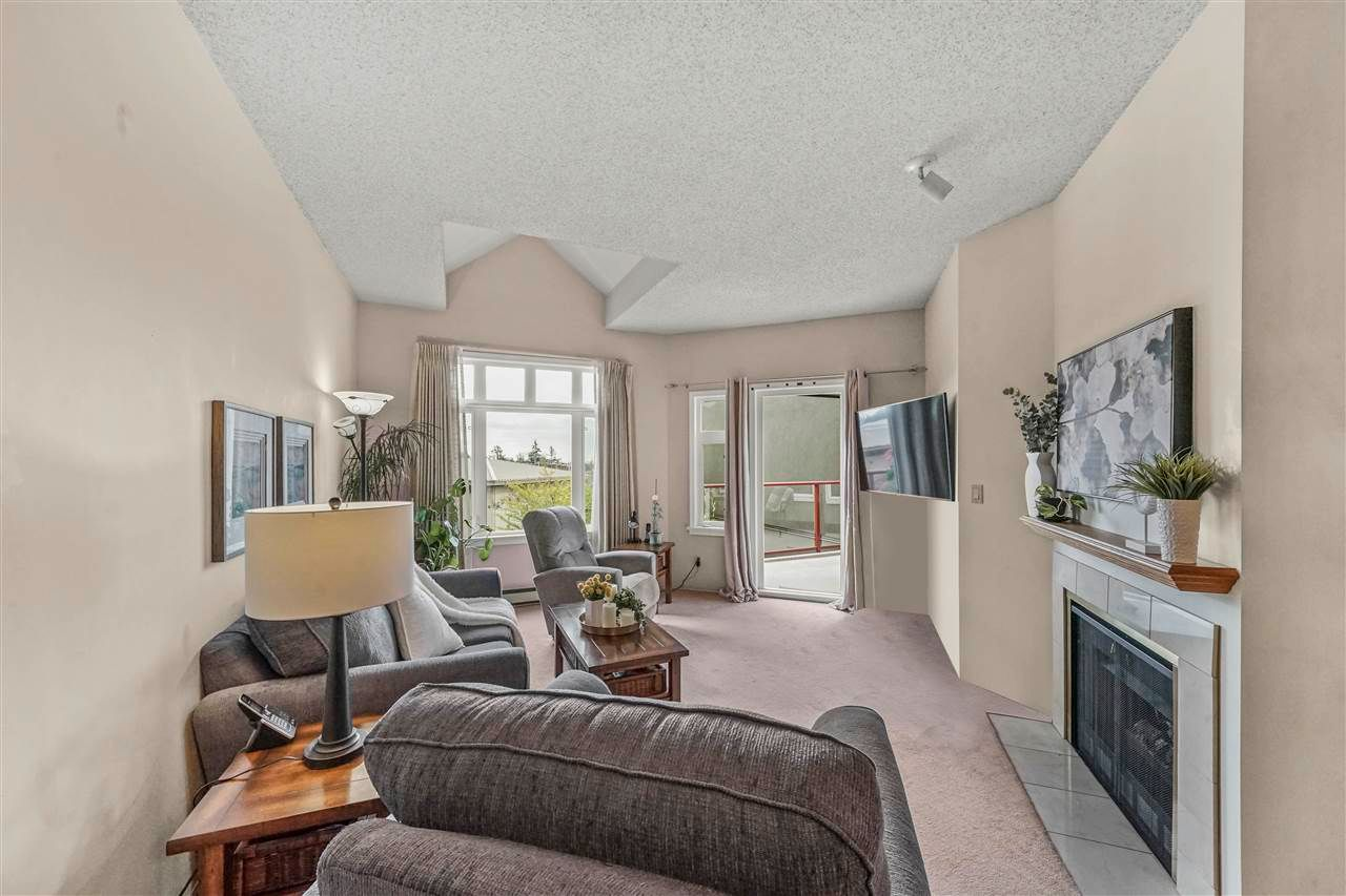 "Main Photo: 410 2800 CHESTERFIELD Avenue in North Vancouver: Upper Lonsdale Condo for sale in ""Somerset Green"" : MLS®# R2574696"
