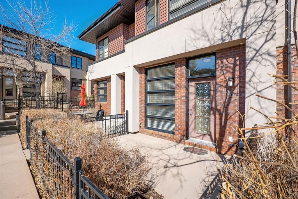 Main Photo: 305 ASPEN HILLS Villas SW in Calgary: Aspen Woods Row/Townhouse for sale : MLS®# A1080866