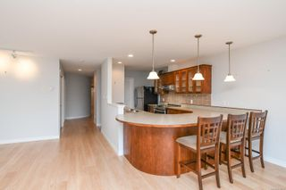 Photo 5: 201 1695 Comox Ave in : CV Comox (Town of) Condo for sale (Comox Valley)  : MLS®# 878188