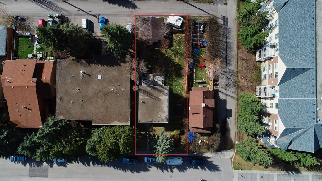 2125 36 Ave SW:  M-C1