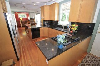 Photo 6: 221 ST. PATRICK Street in New Westminster: Queens Park House for sale : MLS®# R2359081