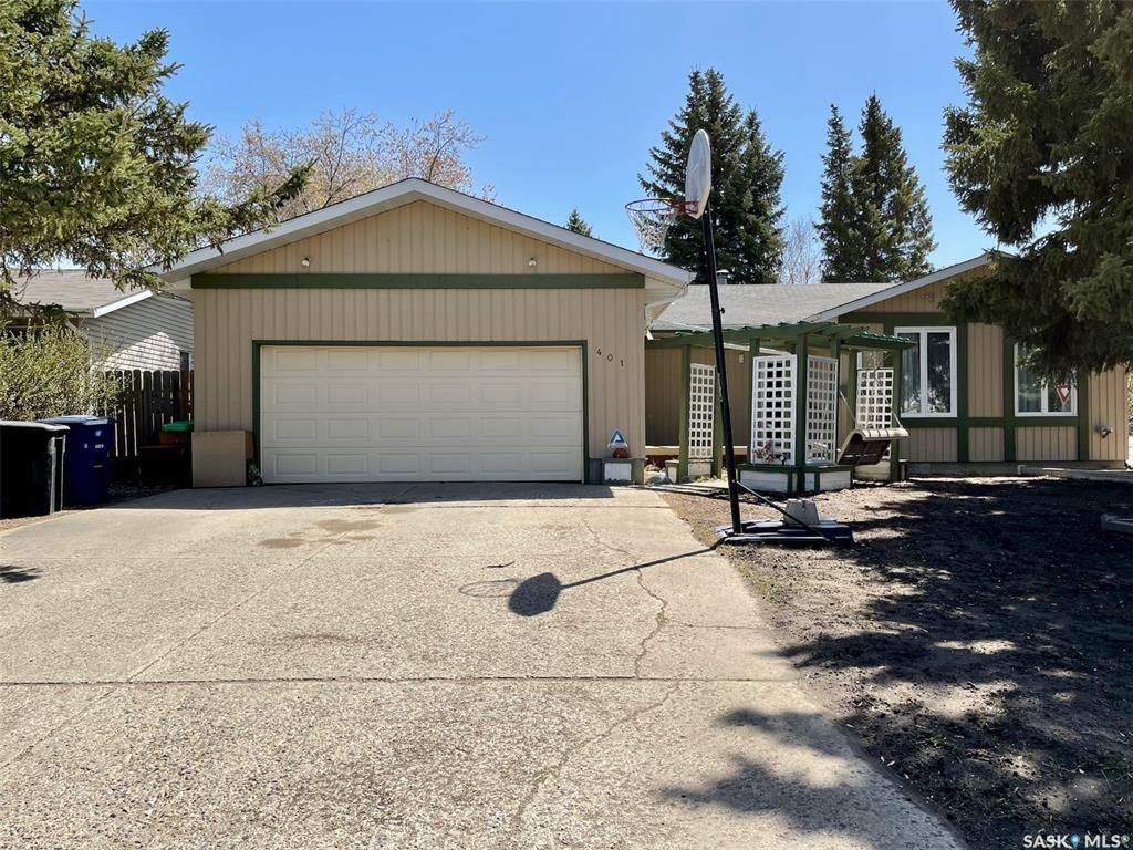 Main Photo: 401 Spruce Drive in Saskatoon: Forest Grove Residential for sale : MLS®# SK862753