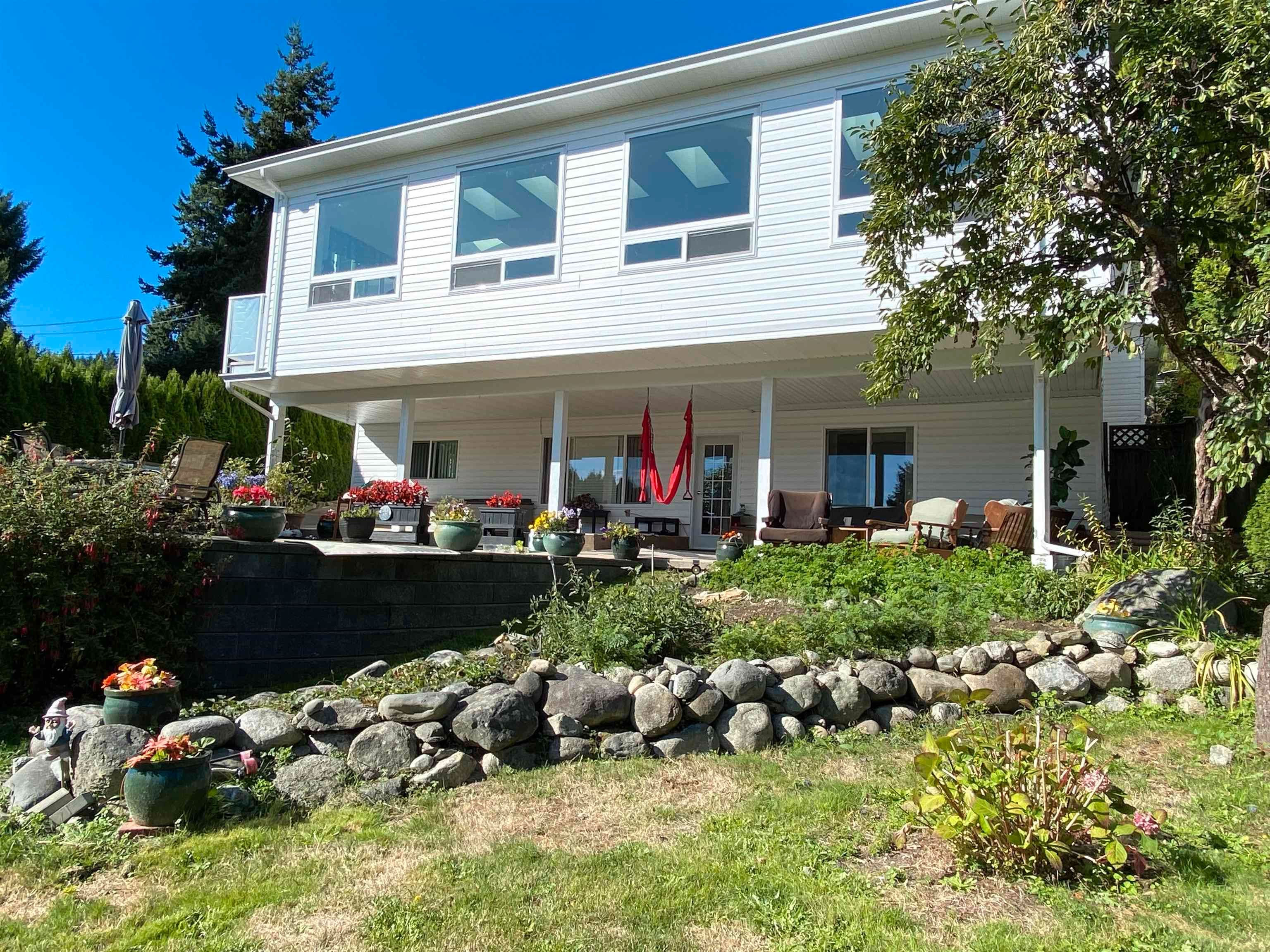 Main Photo: 396 S FLETCHER Road in Gibsons: Gibsons & Area House for sale (Sunshine Coast)  : MLS®# R2622956