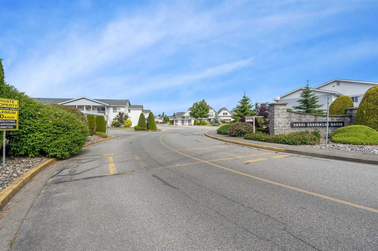 """Main Photo: 166 32691 GARIBALDI Drive in Abbotsford: Abbotsford West Townhouse for sale in """"Carriage Lane"""" : MLS®# R2590175"""
