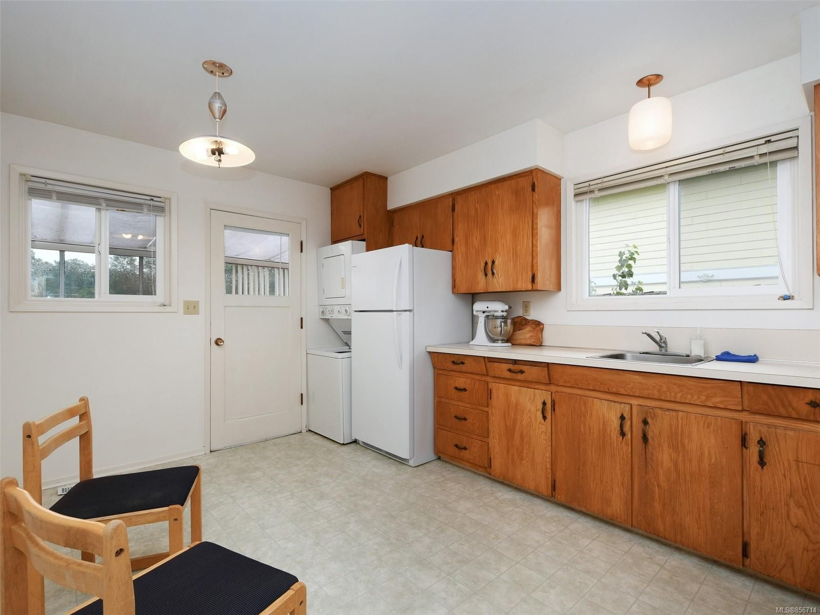 Photo 7: Photos: 3909 Ansell Rd in : SE Mt Tolmie House for sale (Saanich East)  : MLS®# 856714
