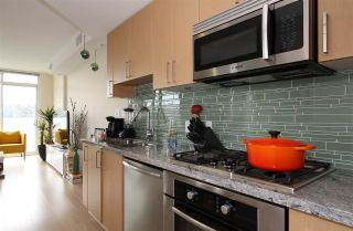 Photo 3: 701 89 W 2ND Avenue in Vancouver: False Creek Condo for sale (Vancouver West)  : MLS®# R2056301