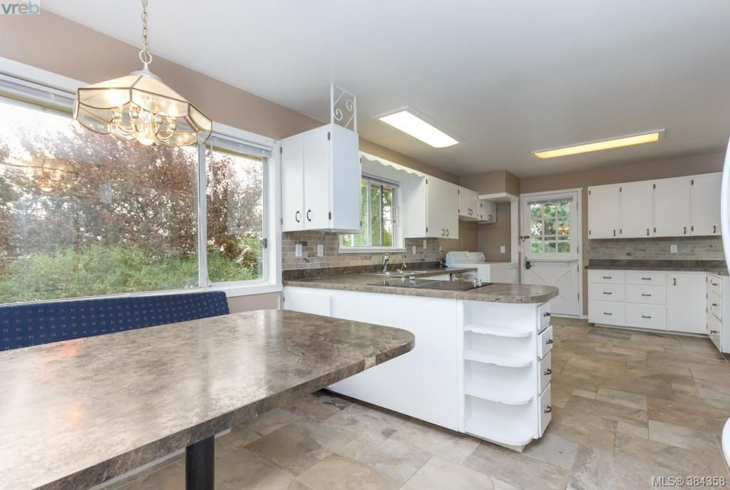 Photo 9: Photos: 2048 Melville Dr in SAANICHTON: Si Sidney North-East House for sale (Sidney)  : MLS®# 772514