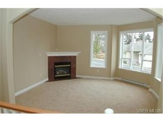 Photo 2: 1201 Knockan Dr in VICTORIA: SW Strawberry Vale House for sale (Saanich West)  : MLS®# 320862