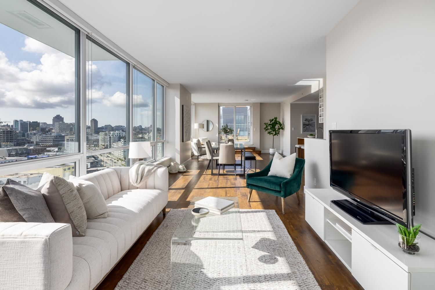 Main Photo: 1605 159 W 2ND AVENUE in Vancouver: False Creek Condo for sale (Vancouver West)  : MLS®# R2623051
