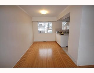 Photo 3: 4538 MANOR Street in Vancouver: Collingwood VE House for sale (Vancouver East)  : MLS®# V768767