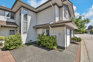 """Photo 3: 319 16233 82 Avenue in Surrey: Fleetwood Tynehead Townhouse for sale in """"The Orchards"""" : MLS®# R2606826"""