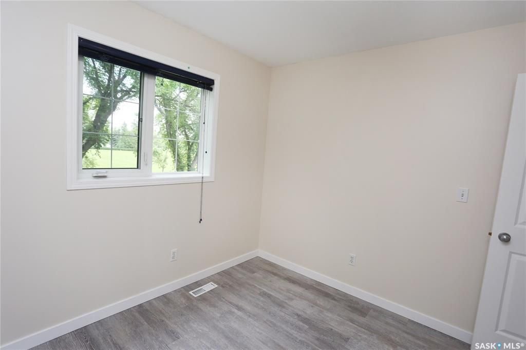 Photo 26: Photos: 131B 113th Street West in Saskatoon: Sutherland Residential for sale : MLS®# SK778904
