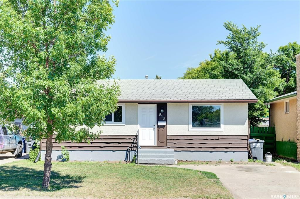 Main Photo: 818 Confederation Drive in Saskatoon: Massey Place Residential for sale : MLS®# SK861239