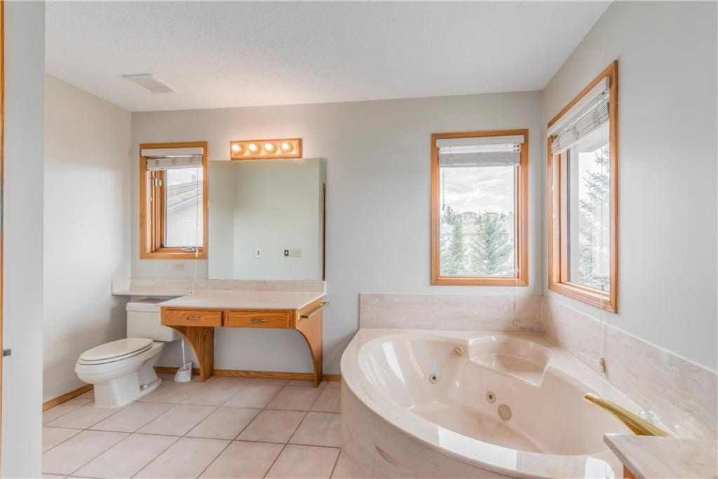 Photo 19: Photos: 2603 SIGNAL RIDGE View SW in Calgary: Signal Hill House for sale : MLS®# C4177922