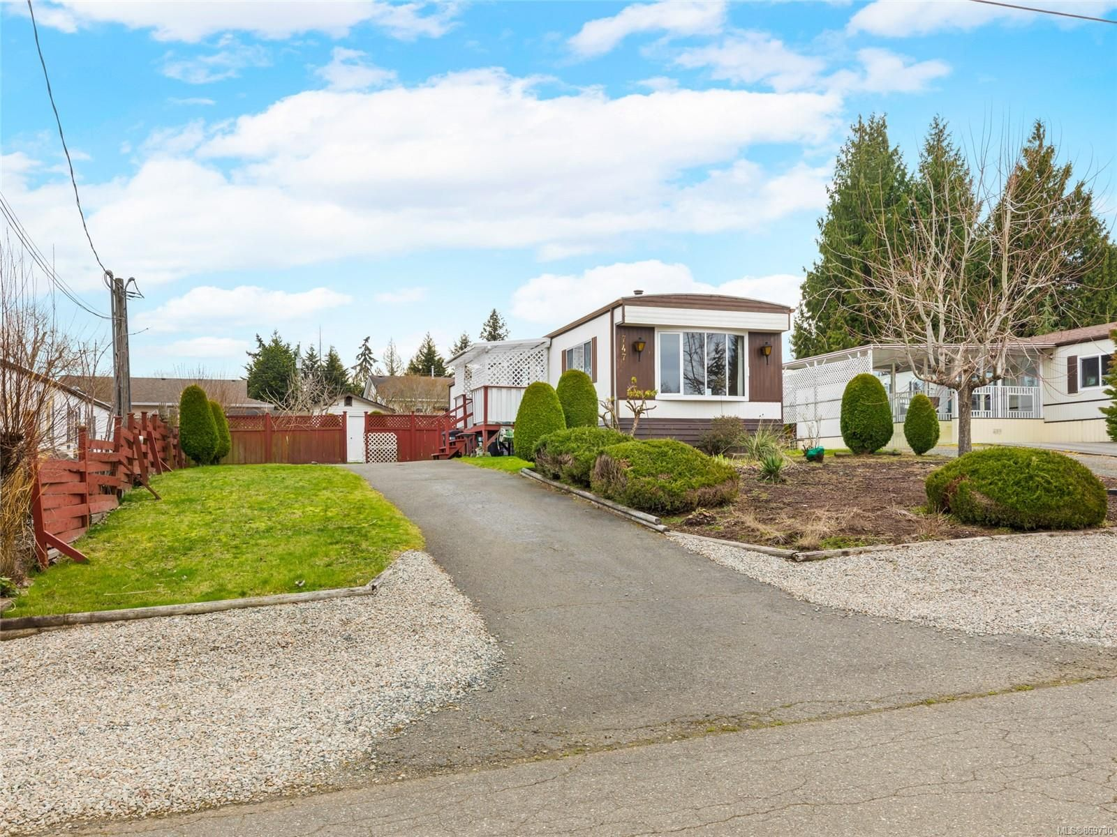 Main Photo: 747 Kasba Cir in : PQ French Creek Manufactured Home for sale (Parksville/Qualicum)  : MLS®# 869730