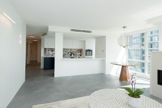 """Photo 6: 1602 1077 MARINASIDE Crescent in Vancouver: Yaletown Condo for sale in """"Marinaside Resort Residences"""" (Vancouver West)  : MLS®# R2592823"""