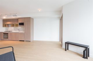 "Photo 3: 1720 68 SMITHE Street in Vancouver: Downtown VW Condo for sale in ""ONE PACIFIC"" (Vancouver West)  : MLS®# R2401692"